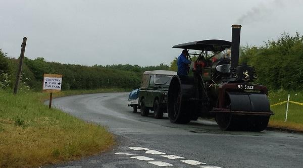 Старинный трактор