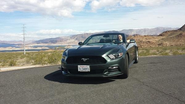 Машинка неподалёку от Вегаса