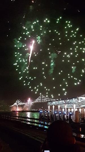 Новогодний салют в Сан-Франциско